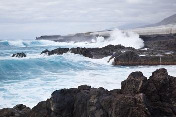 ocean_waves_rocks_sm